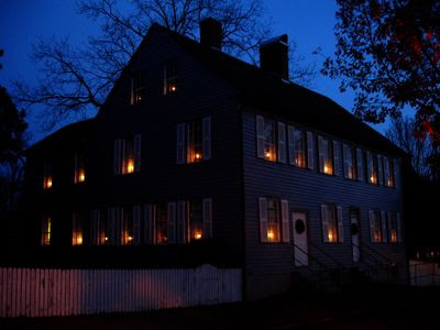 new england culture include candles in windows in the winter