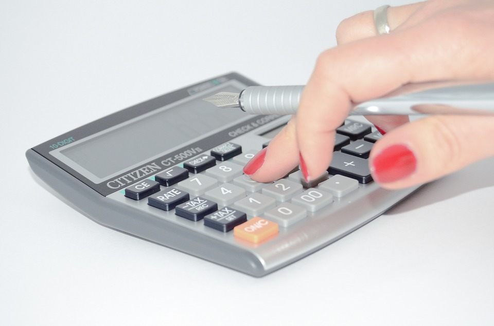 budget travel uses a calculator like this to travel the world for cheap