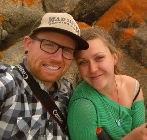 australia working holiday travel couple