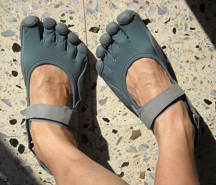 A downside to wearing five fingers is how much attention they draw due to their alien appearance says top travel blog half the clothes author jema in her earthrunners elemental review