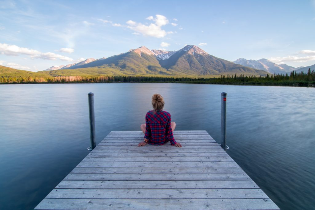 This life without smartphone essay will explain why you don't need a smartphone and how to survive without your smartphone. Pretty soon you'll be meditating by the water just like this woman, blissfully smartphone free!